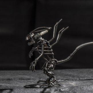 Alien kicsi fémszobor
